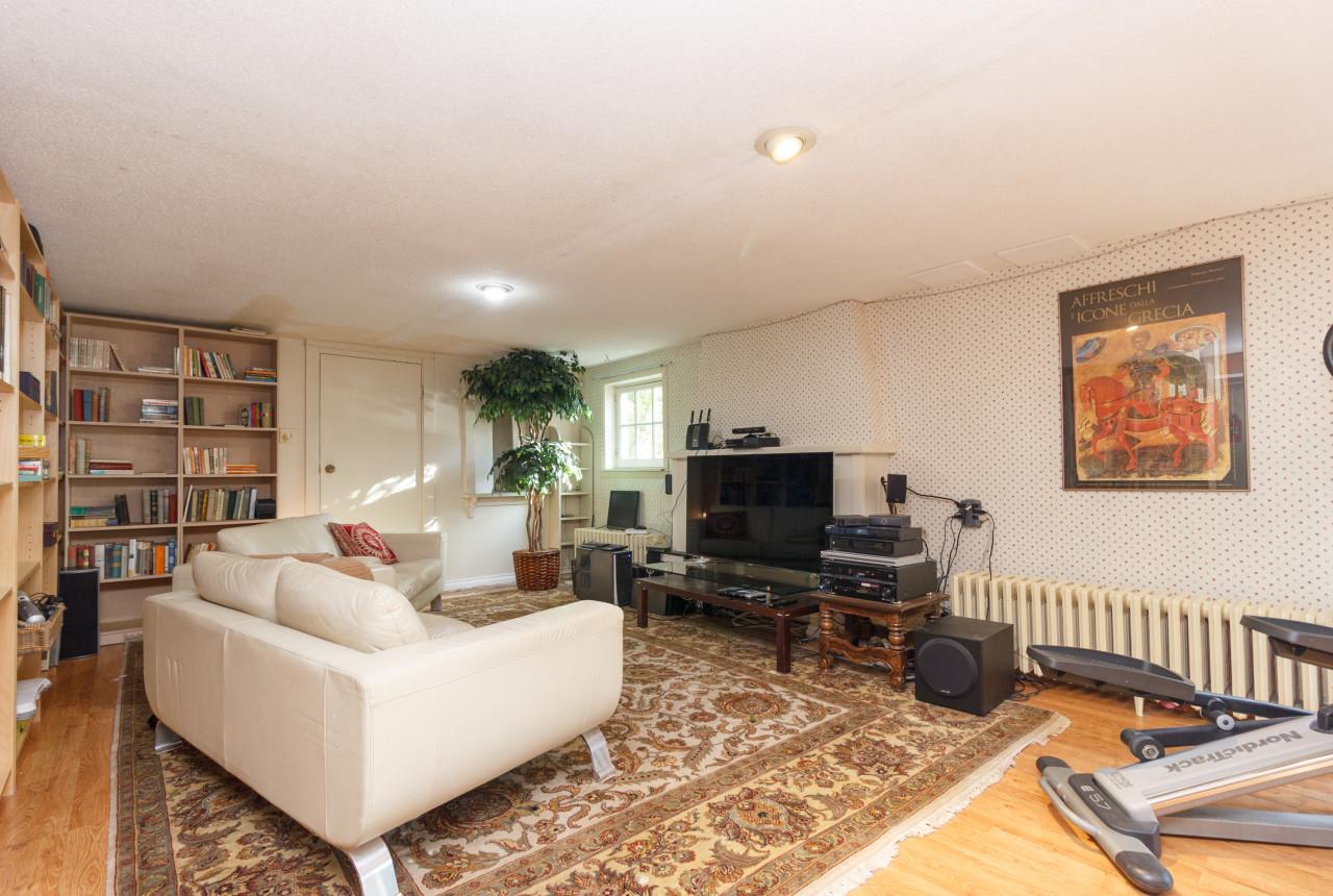 18-family-room